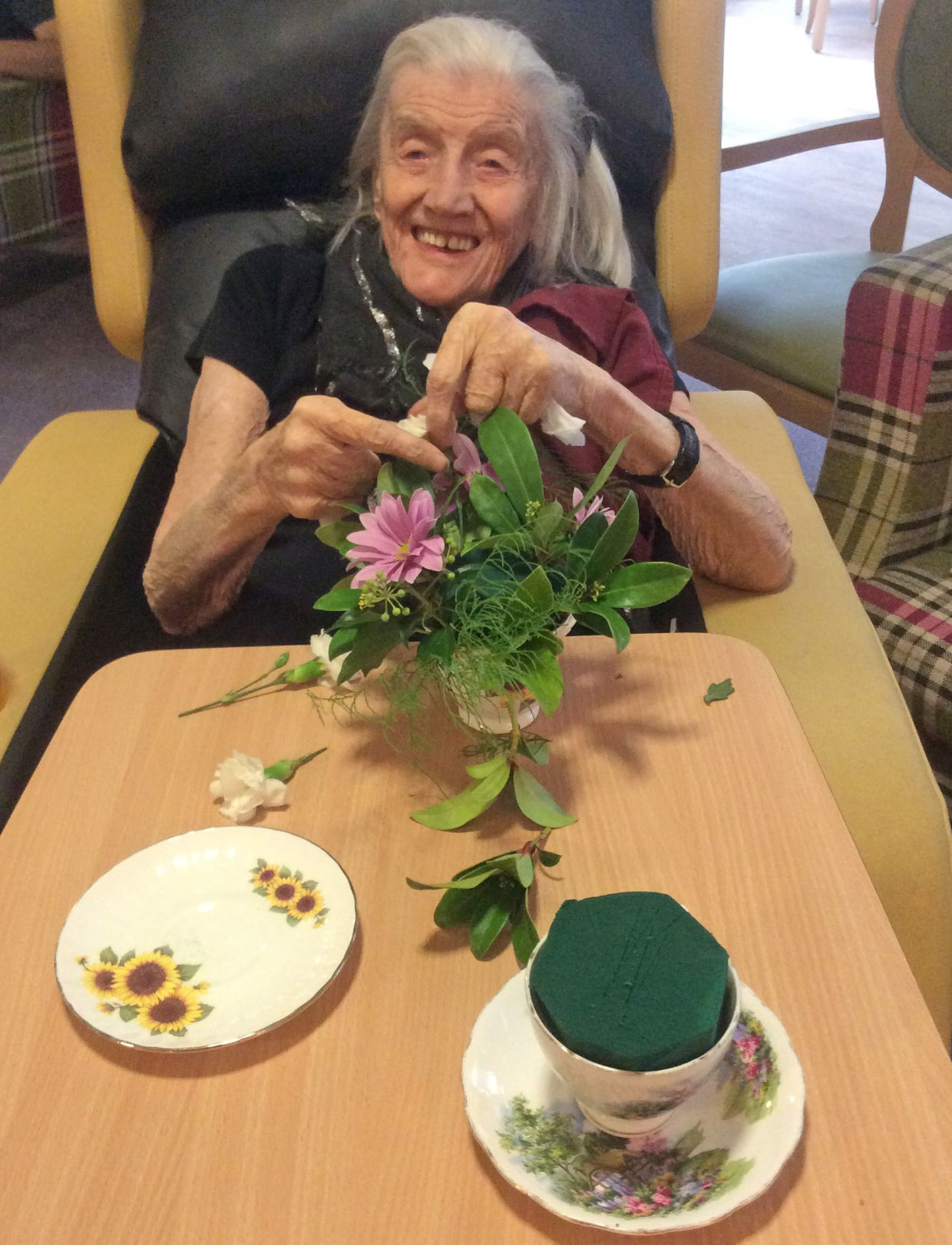 Highfileds Care Home in Nottinghamshire spent the day learning how to flower arrange