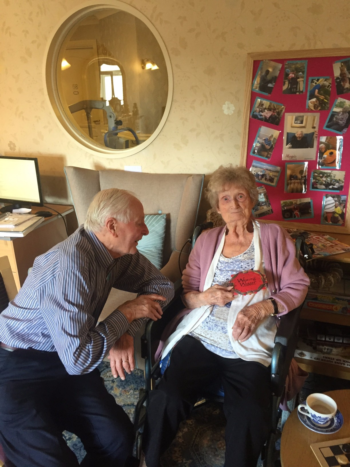 Les with resident Maureen