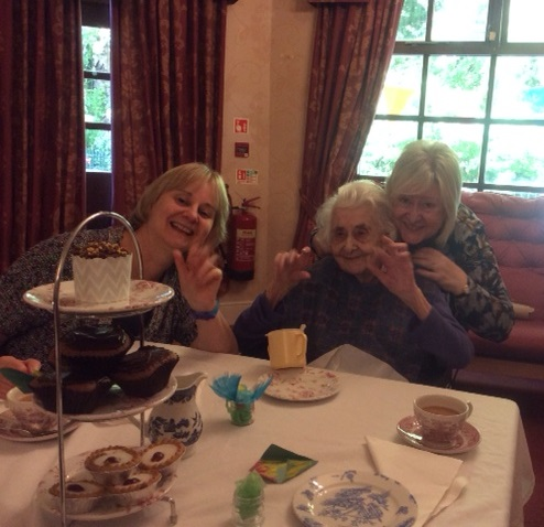 Resident Dorothy with her daughters Helen and Jane