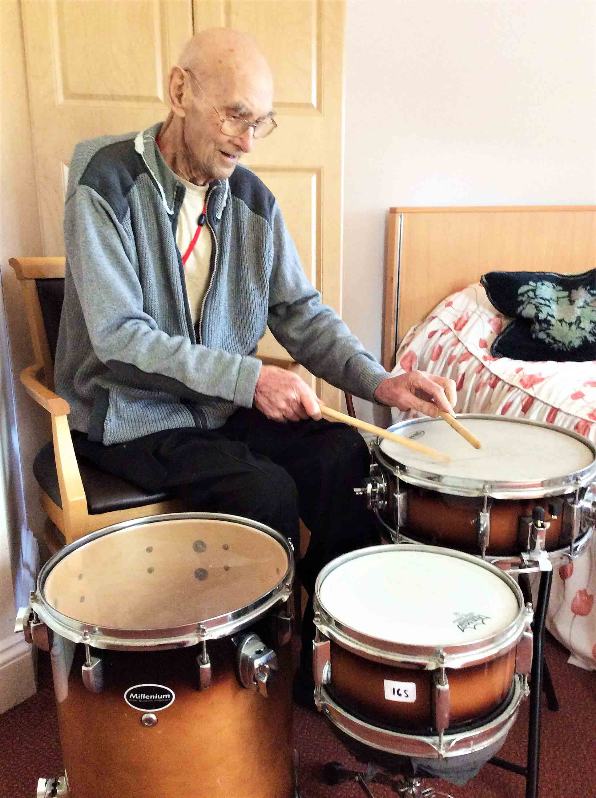 Eric's beat-iful wish at Glebefields Care Home