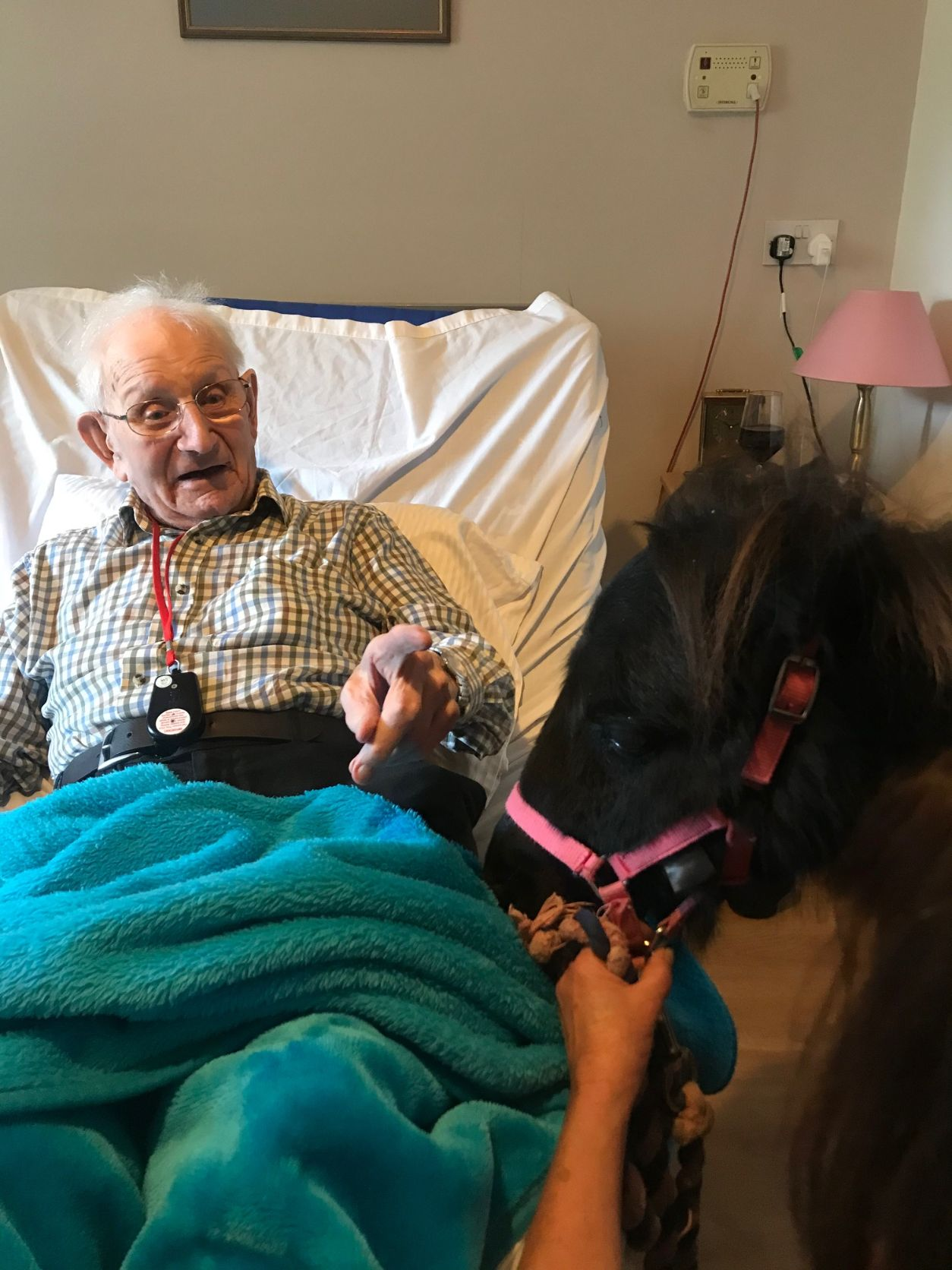 Glebefields Care Home in Banbury get a visit from the Lollipop Ponies