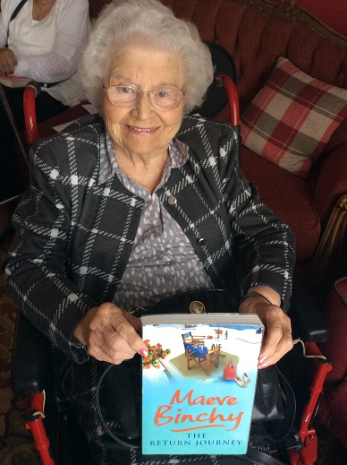 Resident Ivy with her new book that she chose from the Lord Byron Library