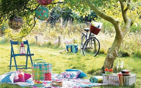 Midsummer and glorious picnics