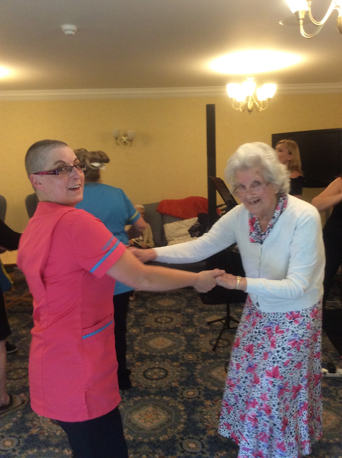 Resident Beryl and team member Emma were twisting the afternoon away!