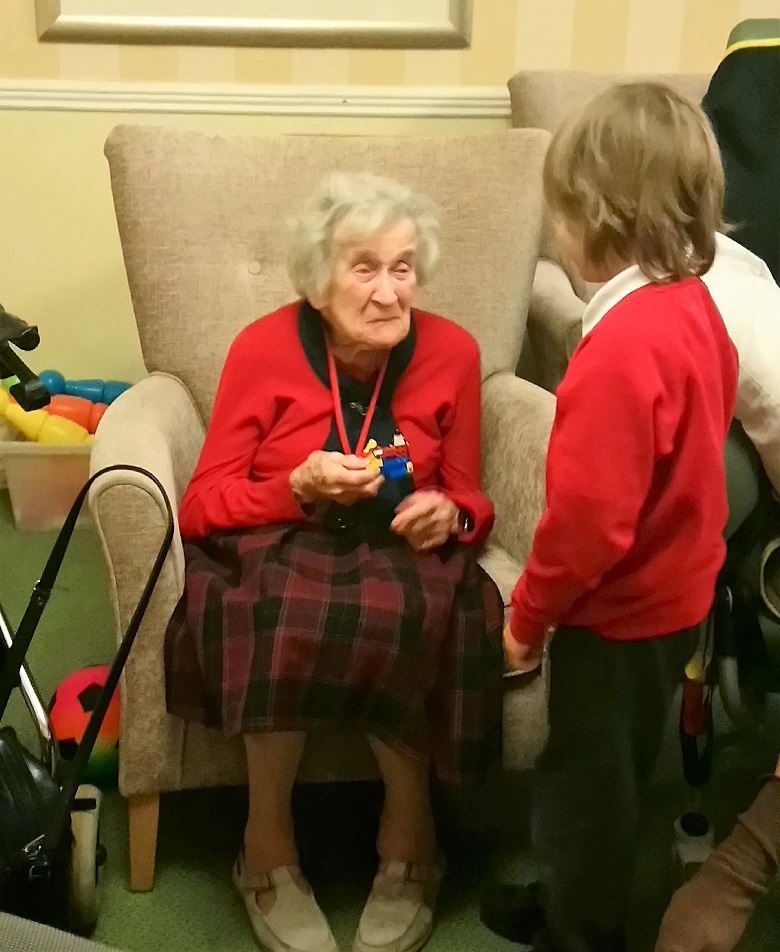 Resident Rachel Sykes was delighted to meet the children
