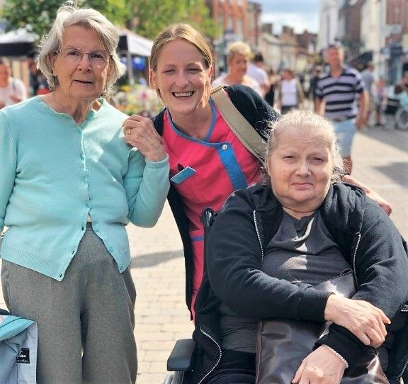 Residents at Hungerford Care Home in Berkshire enjoy shopping trip to Newbury town centre