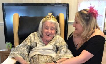 Highfields Care Home, Newark-Resident Mary and Magic Moments Club Coordinator Lisa enjoying the evening
