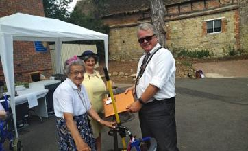 The mayor presenting resident Betty Saving with a thank you gift