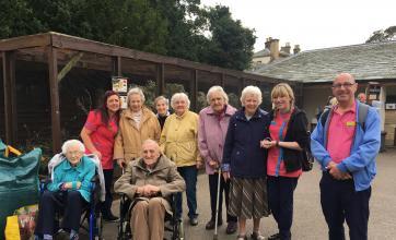 Jo, Betty, Sheila, Margaret, Eileen Jessie, Skigh, Dean, Bella and Alan in the zoo area