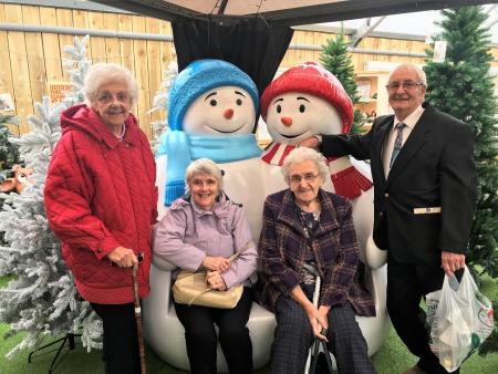 Residents Rachel Thorpe, Wini Whilde, Eileen Clarke and Gordon Smith with Mr and Mrs Snowman