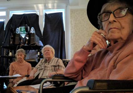 The Berkshire Care Home in Wokingham stepped back in time to solve the mystery in Hitchcock's thriller 39 Steps. Residents are captivated by the mystery movie, Diana concentrates hard working out who is guilty!