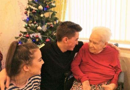 At Buchanan Lodge, resident Betty's grandson Sean came in to visit and did a 'strictly come dancing' demonstration with partner Gemma