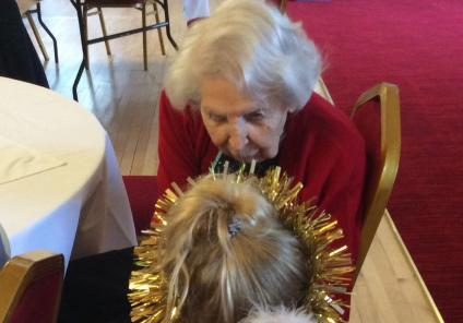 The Granby Care Home enjoyed a nativity performance from local PlayAway Nursery. Resident Alice having a chat with one of the angels!
